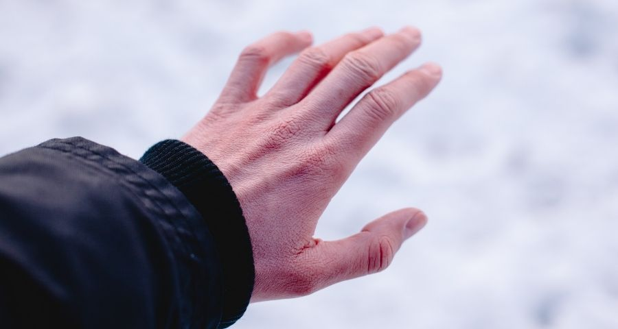 How to avoid frostbite during winter camping
